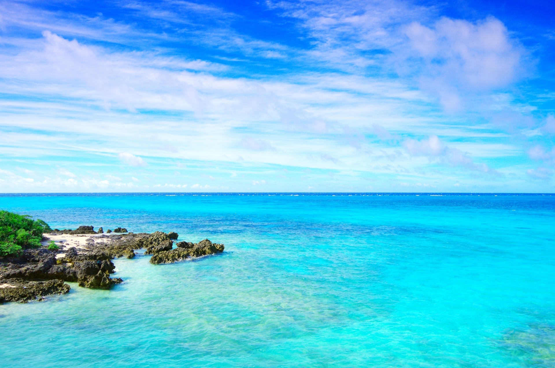 Turquoise blue ocean in Okinawa