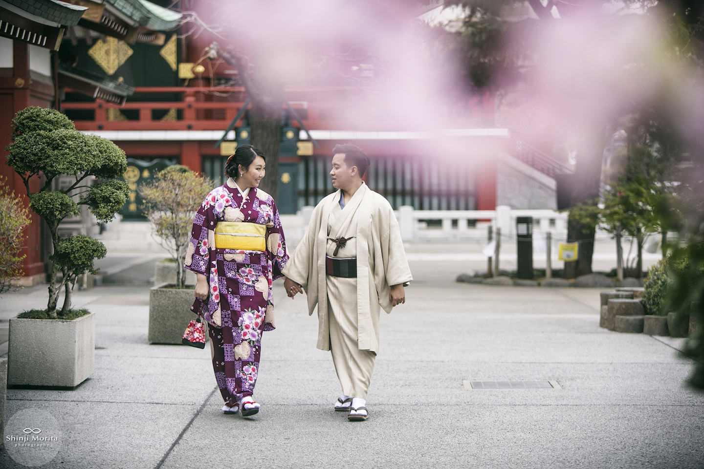 A couple holding hands as they stroll Sensoji temple in Asakusa, Tokyo