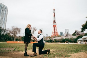 Proposal photo in Tokyo Tower by Daniel