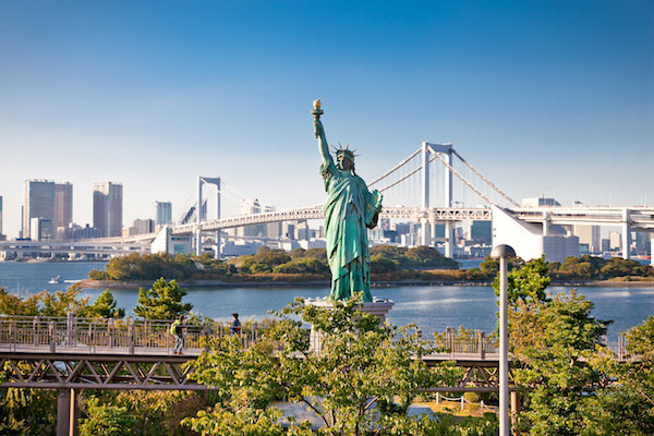 A statue of liberty in Odaiba bay area