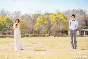 A couple standing in the park for pre-wedding photo