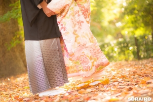 A couple holding hands wearing kimono with woman on toes