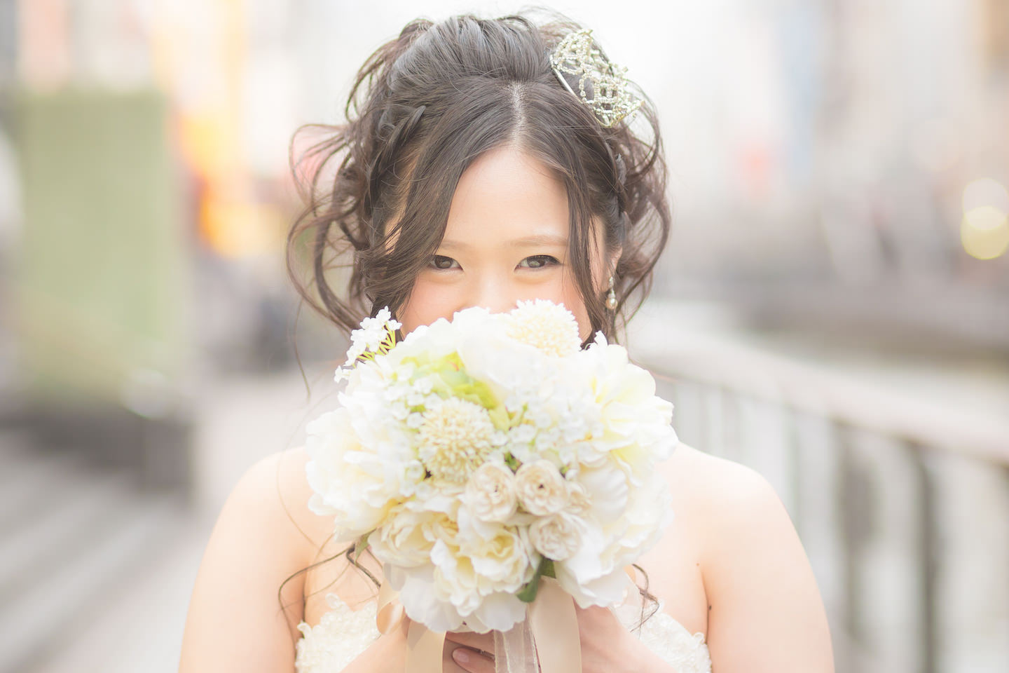Pre-wedding photo of a woman holding a white flower bouquet
