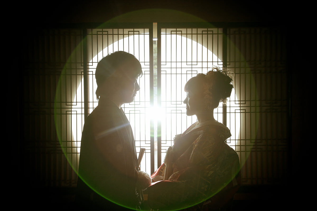 A couple looking at each other romantically wearing kimono for pre-wedding photo