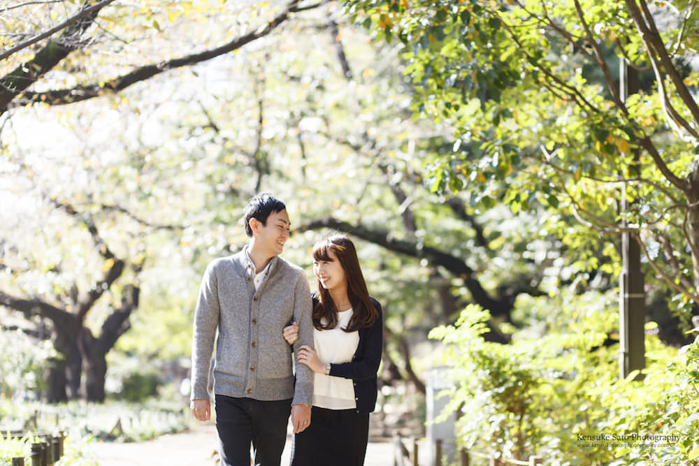 A couple enjoying a walk in Ueno park during their pre-wedding photo