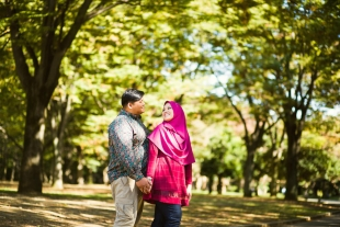 Vacation photo of a couple smiling at each other at Yoyogi park, Tokyo