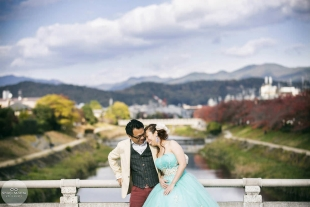 A couple dressed up for their pre-wedding photo with Kamogamo river in the background