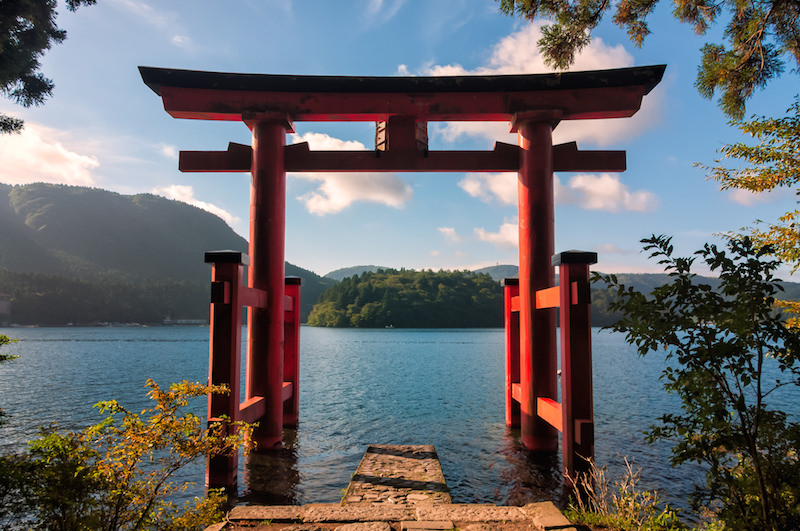 Hakone shrine with Ashinoko lake in the background in Hakone