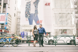 A couple posing in Harajuku for pre-wedding photo with Shinji Morita