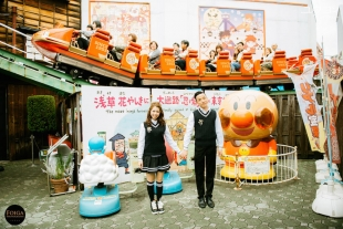 Pre-wedding photo in school uniform in Hanayashiki theme park in Asakusa
