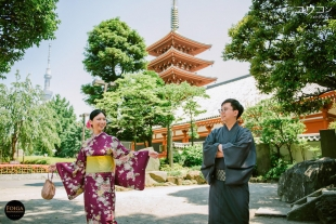 Pre-wedding photo in kimono in Sensoji temple in Asakusa