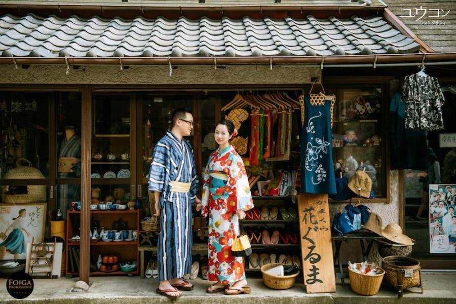Pre-wedding in Kamakura with couple wearing kimono
