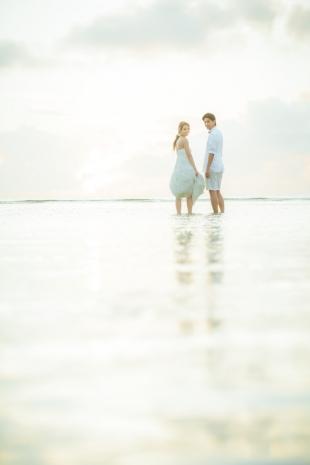 Romantic photoshoot at the beach