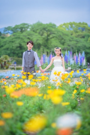 Pre-wedding photo in colorful flower garden