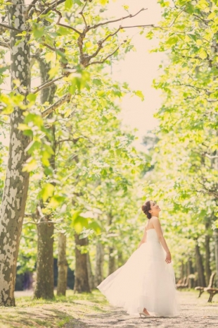 Pre-wedding photo of a lady enjoying the moment surrounded by ginkyo trees