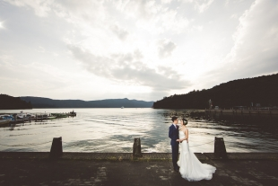 A couple posing elegantly at Ashinoko lake in Hakone for pre-wedding photo with CHiKA