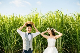 A couple looking happy for pre-wedding photo with Yoshiaki Ida