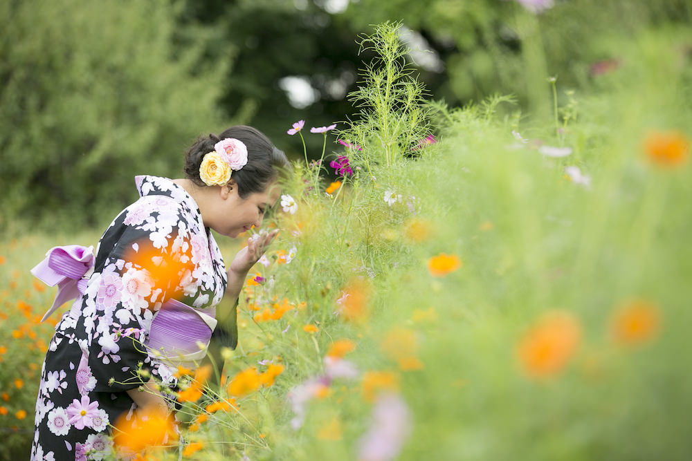 Pre-wedding photo of a lady dressed in kimono at Hamarikyu garden