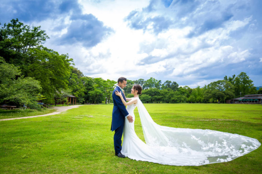 Pre-wedding photo for a Spanish couple captured in Kyoto Botanical Garden
